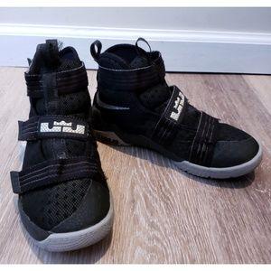 🏀 NIKE Lebron Soldier 10 Black Basketball Shoe 🏀